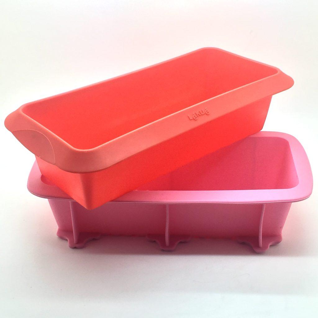 moldes de silicona rojo y rosa