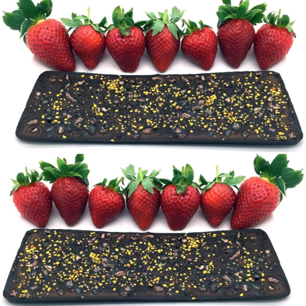 tabletas de chocolate de coco con fresas