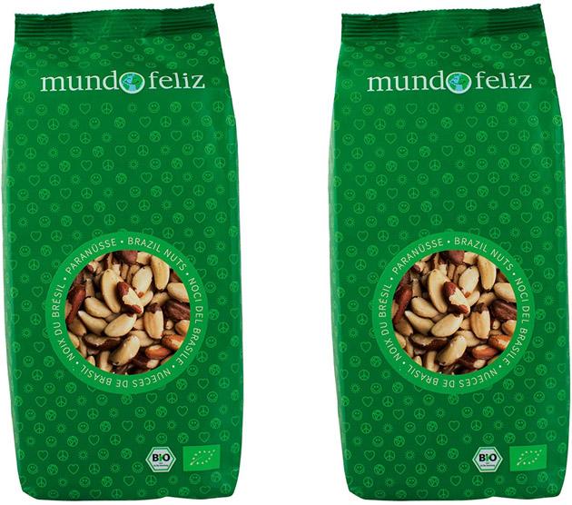 dos bolsas verdes de nueces de Brasil de Mundo Feliz